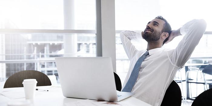 Man relaxing in office | Atradius